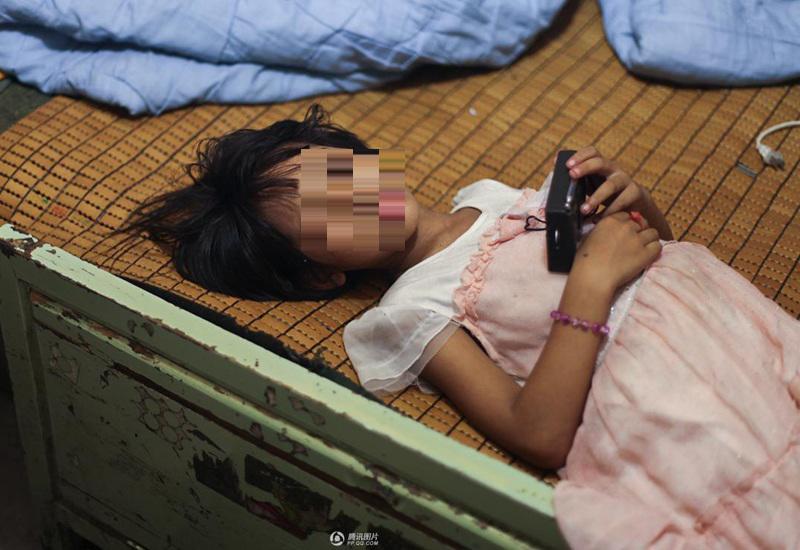 Mới đây, trang Sohu chia sẻ một câu chuyện có thật về tình trạng bé gái 10 tuổi (Trung Quốc) ngừng cao khiến nhiều bậc cha mẹ bàng hoàng.