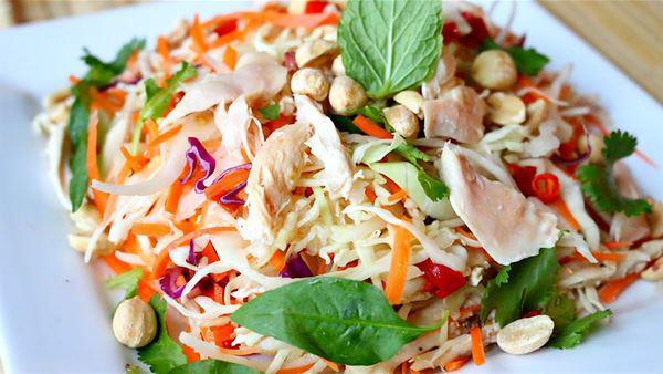 Cách làm gỏi gà với hành tây thơm ngon, thịt ngọt, the the của hành - 12