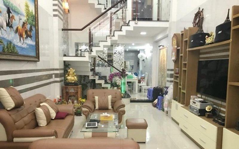 Trước khi mua căn nhà tiện nghi, sang trọng này, Vũ Hoàng Việt đã sinh sống trong một căn nhà khác nhỏ nhắn và đơn giản hơn.