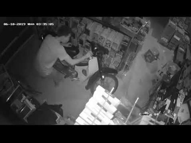 Thanh niên đột nhập vào nhà dân, trộm xe máy trong đêm
