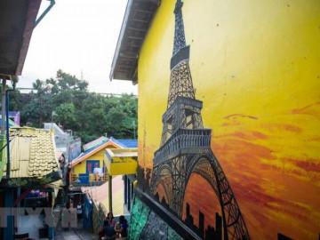 23.000 USD để biến khu ổ chuột thành ngôi làng đầy màu sắc