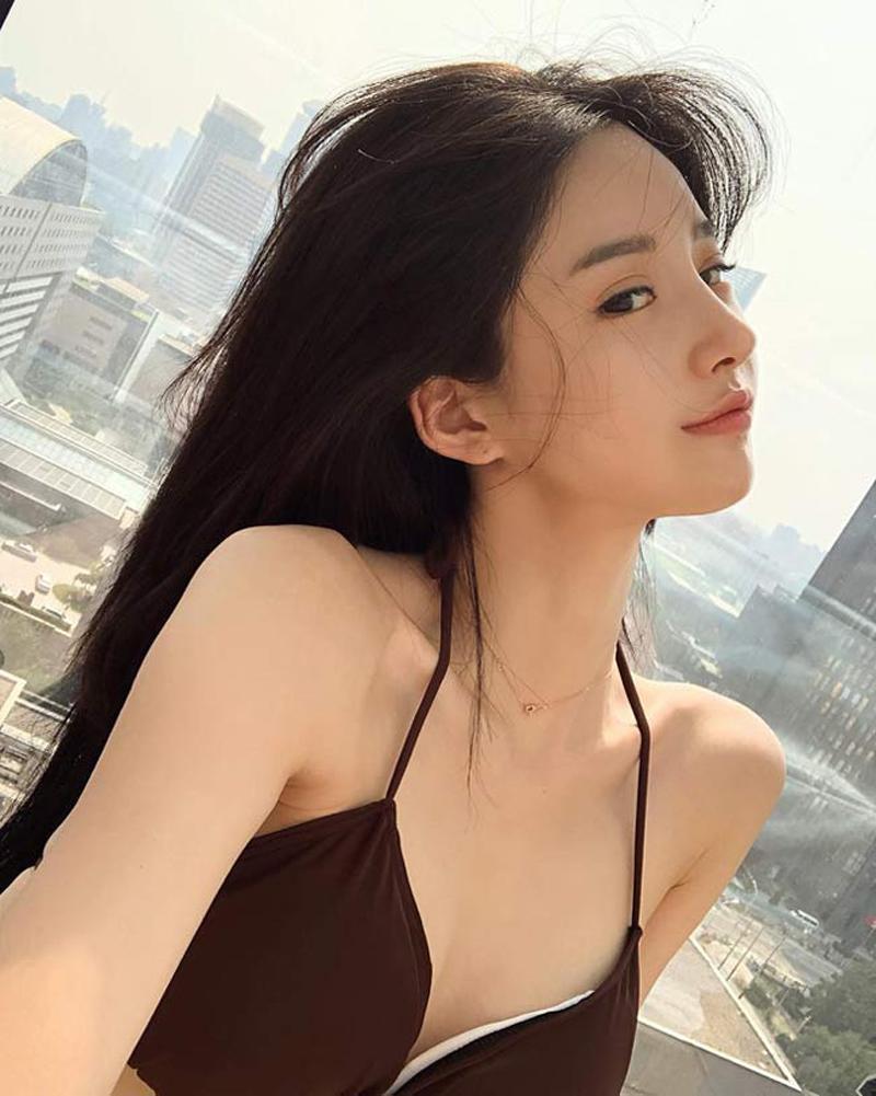 Người đẹp xứ Hàn - Ban Seo Jin đang trở thành đề tài bàn tán xôn xao khi cô lộ bằng chứng phẫu thuật thẩm mỹ.