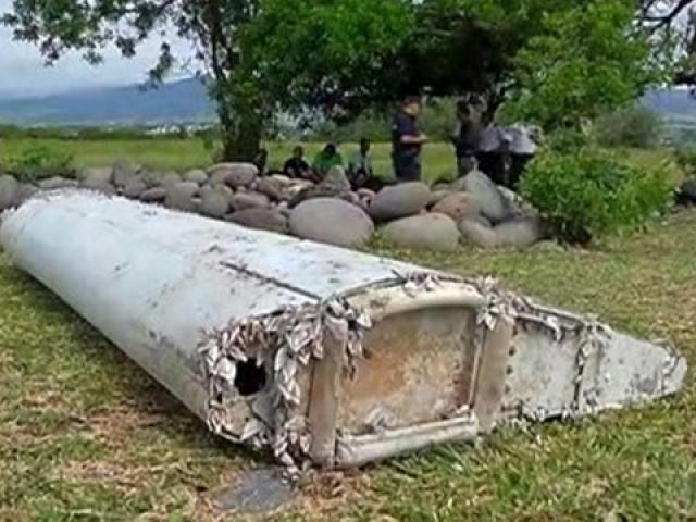 Thông tin gây sốc về âm mưu khủng khiếp của cơ trưởng MH370 và những mảnh vỡ khả nghi