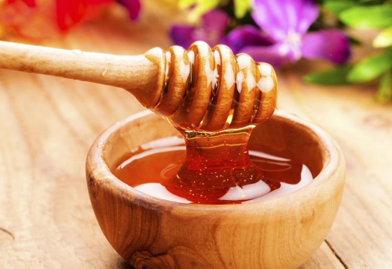 Mật ong tươi có nguồn gốc tự nhiên và mang hương vị ngọt ngào rất giàu dinh dưỡng.