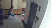 Mẹ mải xem điện thoại, con lao ra lan can tầng 4 và giây thót tim cứu đứa trẻ