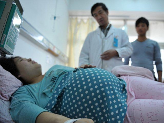 Vì sao trong phòng sinh nở luôn có ít nhất một bác sĩ nam?