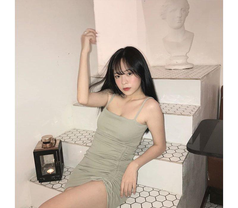 Sinh năm 2001, Chu Thị Khánh Vân được biết tới là một trong những hotgirl mạng xã hội luôn thu hút mạnh mẽ sự chú ý của dân tình. Cô nàng nổi tiếng đầu tiên qua các ứng dụng hát nhép, quay clip được giới trẻ yêu thích.