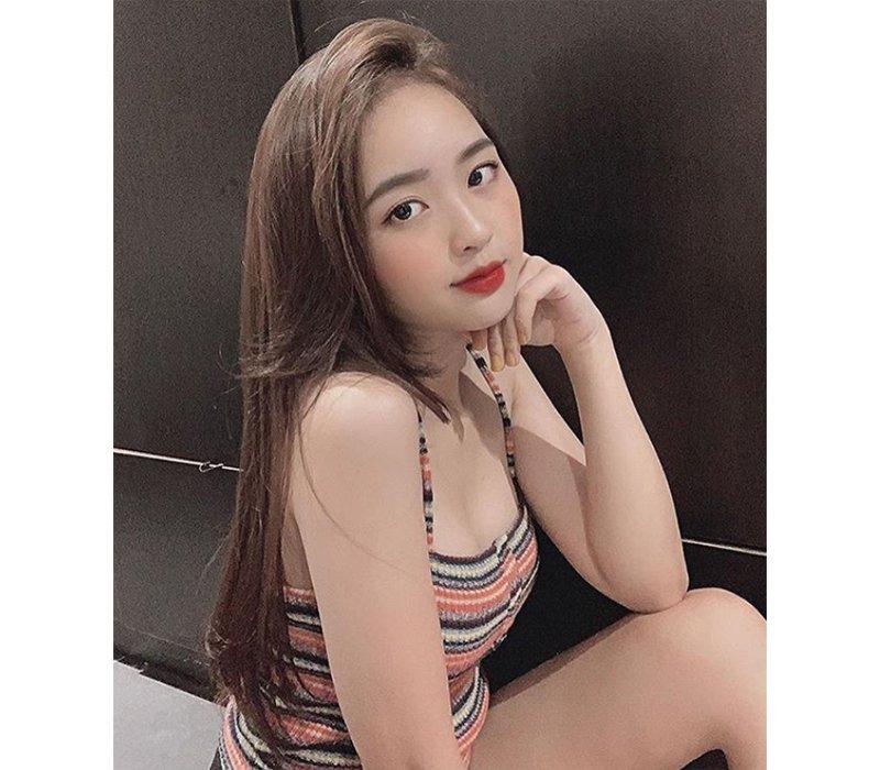 Lê Phương Anh, sinh năm 1997, được biết tới là một trong những hotgirl được cư dân mạng Việt yêu thích. Cô nàng gây ấn tượng nhờ sở hữu nhan sắc vô cùng nổi bật.