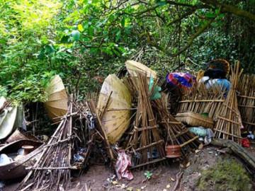 Ngôi làng duy nhất trên thế giới phơi thi thể người quá cố trong lồng tre để tự phân hủy