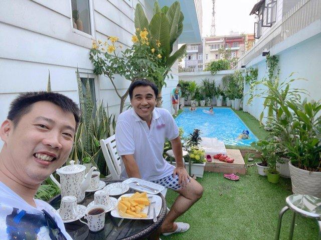 Sao Việt 24h: Vợ chồng Ốc Thanh Vân đến chơi, chụp được khối tài sản kếch xù của Quyền Linh