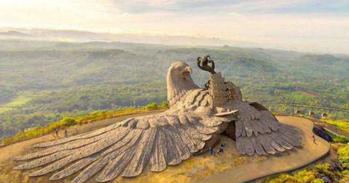 Tượng đại bàng lớn nhất thế giới trên đỉnh núi ở Ấn Độ