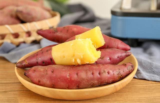 Hấp khoai lang dùng nước nóng hay lạnh, đầu bếp mách cách làm đúng giúp khoai ngọt mềm