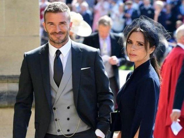 Giàu nứt đố đổ vách, Victoria Beckham vẫn ngửa tay đi xin tiền