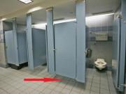 Nhà đẹp - Vì sao cửa toilet công cộng luôn để hở? Lý do nói ra sẽ khiến bạn bất ngờ