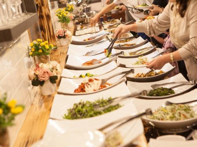 10 mánh khóe không ngờ của nhà hàng buffet, khách ăn thả ga vẫn lãi khủng