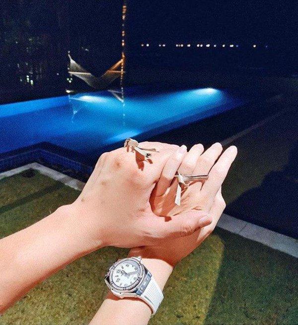 Phanh Lee được bạn trai cầu hôn bằng nhẫn đặc biệt, 30 tuổi lấy chồng vẫn nói sớm