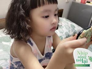 Nhóc tỳ nhà sao Việt hứng khởi ngày đầu đi học trở lại, cha mẹ cảm xúc lẫn lộn