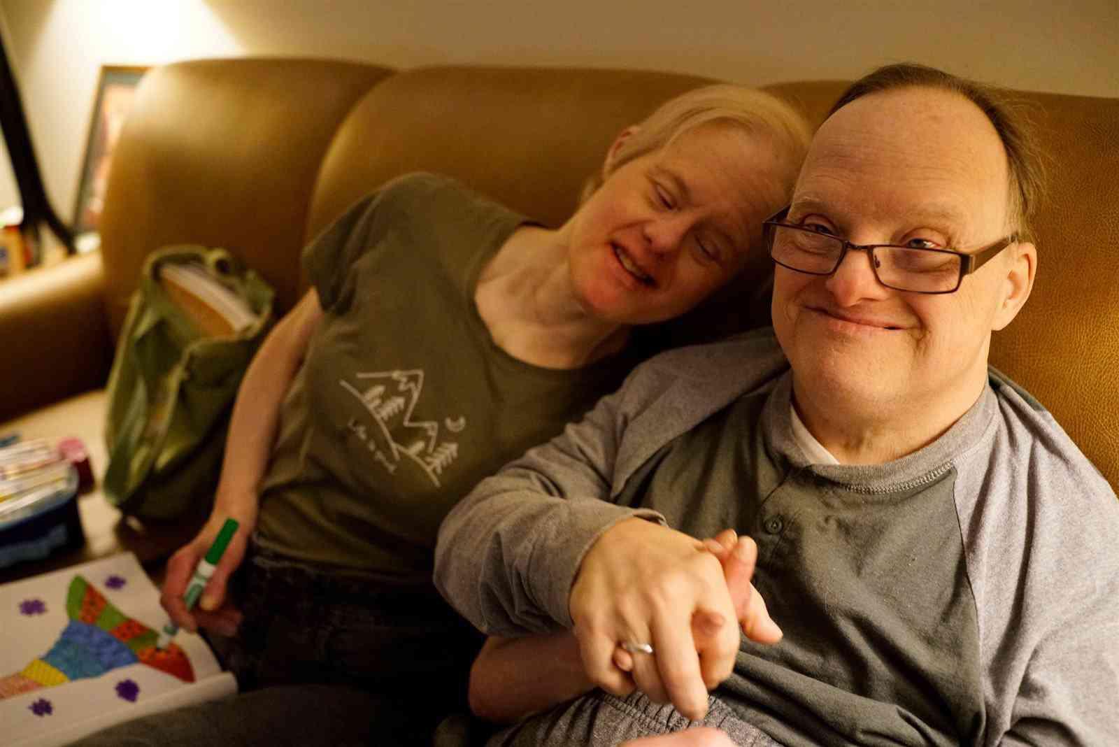 Chuyện tình 25 năm đầy cảm động của đôi vợ chồng mắc hội chứng Down