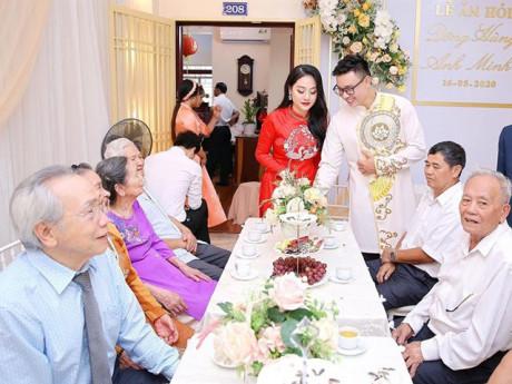 Sao Việt 24h: Sau khi bạn gái sinh năm 1999 có thai, ca sĩ Đông Hùng chính thức hỏi cưới