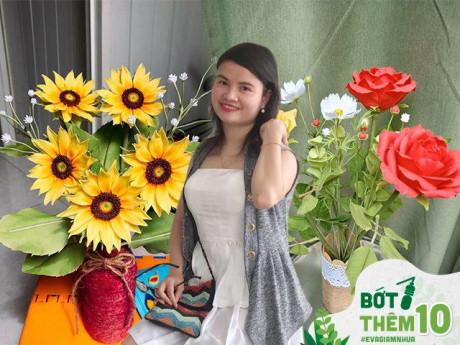 9X Sài Gòn biến chai nhựa thành lọ hoa siêu xinh, ai nhìn cũng xuýt xoa khen ngợi