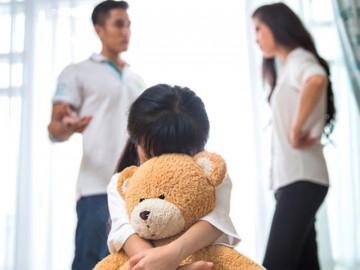 3 điều cha mẹ không được làm trước mặt con nếu không muốn phải hối hận