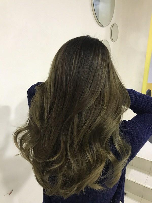 Khi Thúy Ngân muốn nhuộm lại tóc xám chất chơi: Đúng là đẹp nhưng hại tóc lắm!