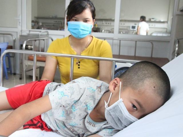 Bé trai liệt nửa người vì di chứng viêm não Nhật Bản: Dấu hiệu phụ huynh không được chủ quan
