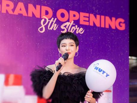 Hiền Hồ gợi cảm tham dự khai trương Showroom thứ 8 của Nuty Cosmetics