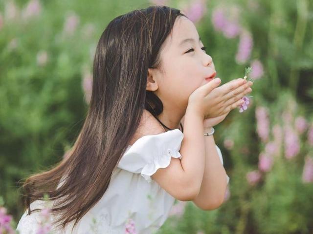 Mẹo dân gian giúp bé gái đẹp từ cái răng cái tóc đến vóc dáng cao ráo, cân đối