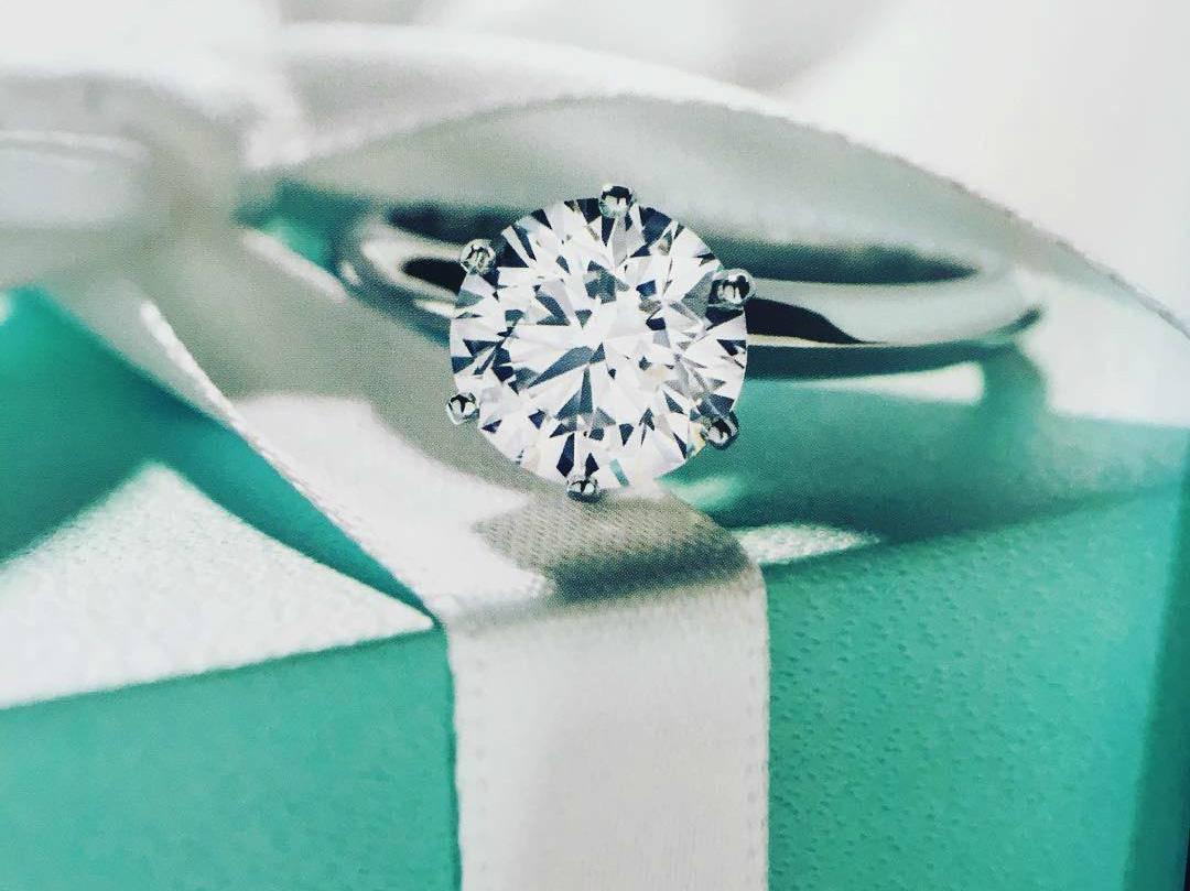 Đám cưới càng to, nhẫn cưới càng đắt, nguy cơ bạn phải đối mặt với nỗi đau này càng cao