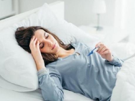 Người bị sốt nên ăn gì, uống gì và không nên ăn gì?