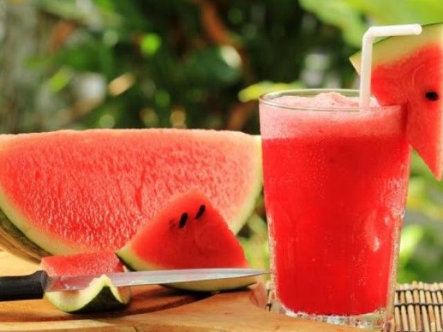 Dưa hấu ăn vào mùa hè rất tốt, nhưng cần hạn chế 3 sai lầm này khi ăn