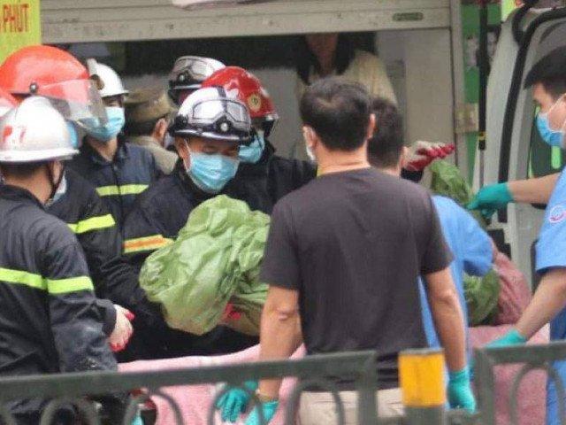 4 người tử vong đã được đưa ra ngoài cửa hàng bị cháy trên phố Tôn Đức Thắng