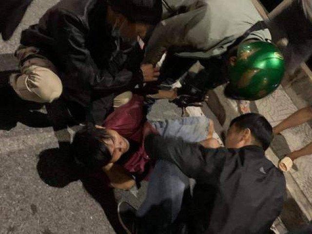 Người đàn ông treo lơ lửng ở lan can cầu Đồng Nai lúc nửa đêm