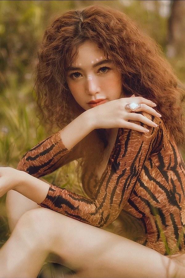 Elly Trần xinh đẹp như búp bê với mái tóc mới màu lửa - 10
