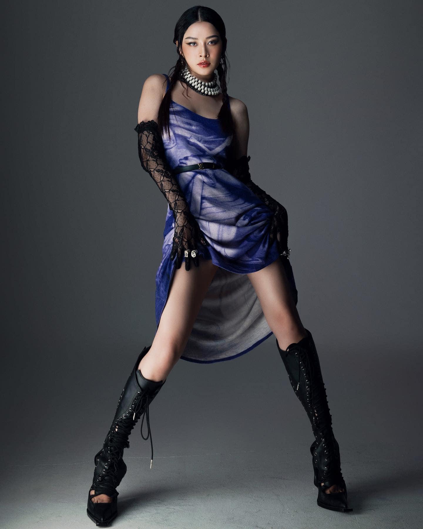 Chiếc váy tím chưa hạ nhiệt, Chi Pu lại gây sốt với bộ cánh cắt xẻ hơn cả Ngọc Trinh - 1