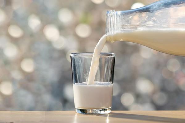 Có nên uống sữa khi đói? Nên uống sữa lúc nào? - 1