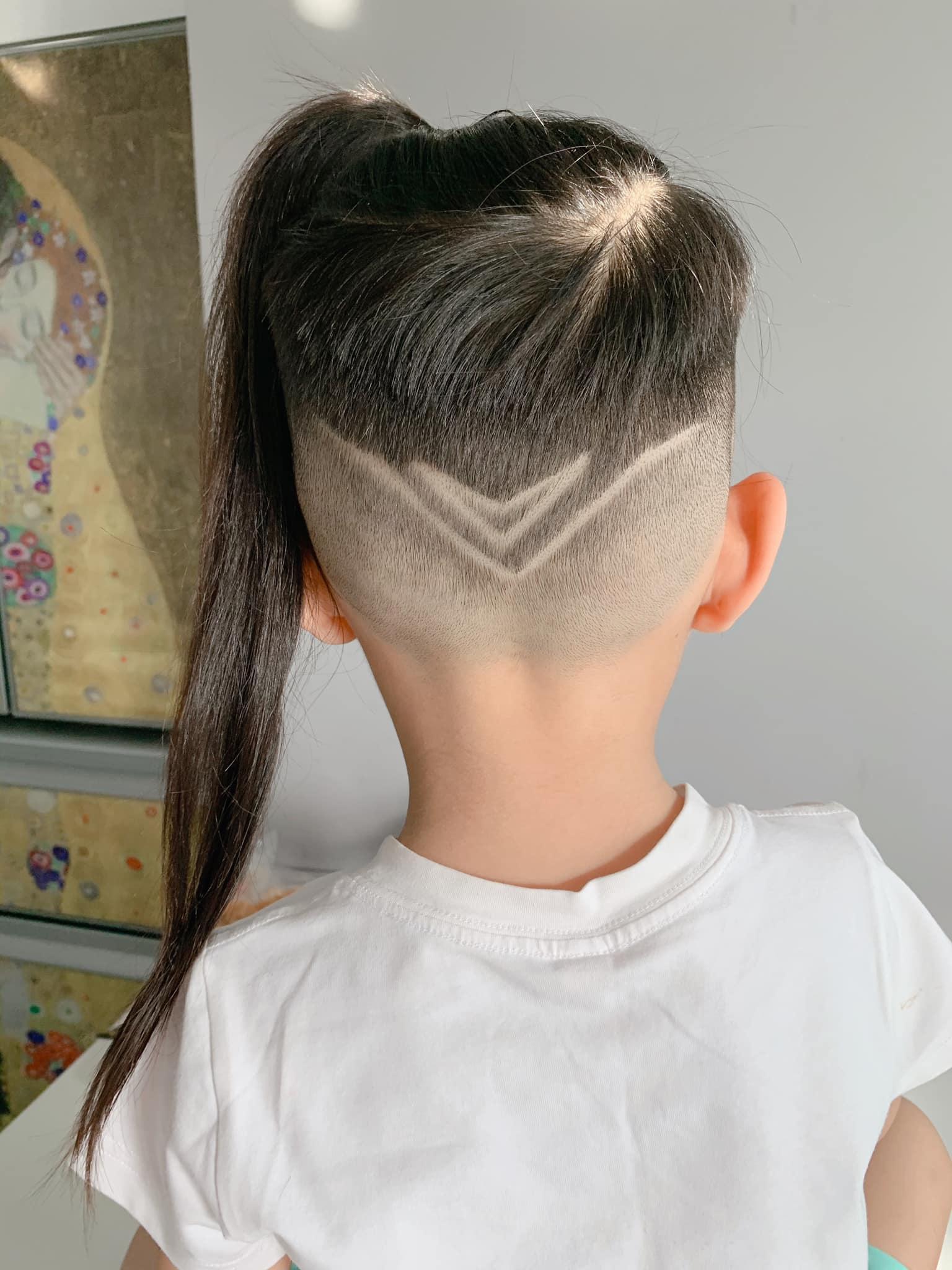 Con gái tóc dài đủ kiểu, con trai Ốc Thanh Vân cũng không kém với mốt độc không giống ai