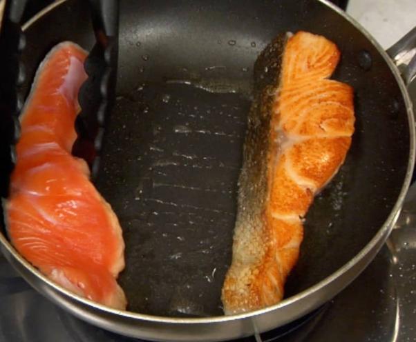 Cách làm cá hồi sốt cam chua chua ngọt ngọt không bị đắng - 7