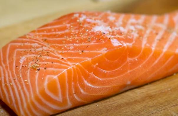Cách làm cá hồi sốt cam chua chua ngọt ngọt không bị đắng - 10