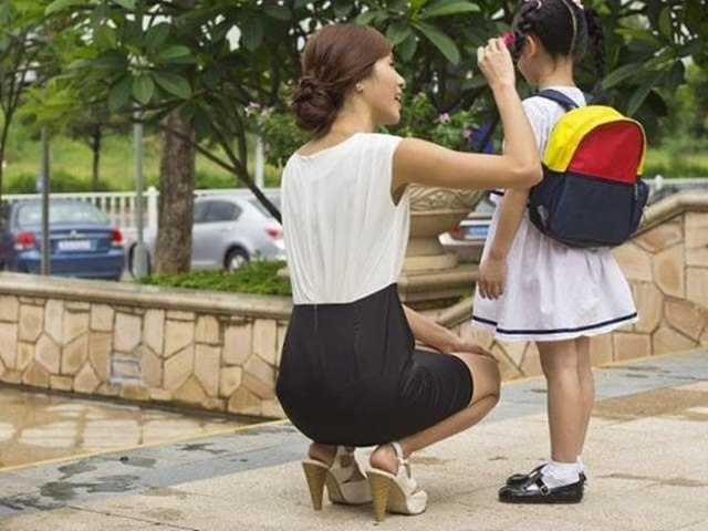 Giáo viên mầm non giàu kinh nghiệm khuyên cha mẹ không nên mặc váy cho con gái khi đến trường