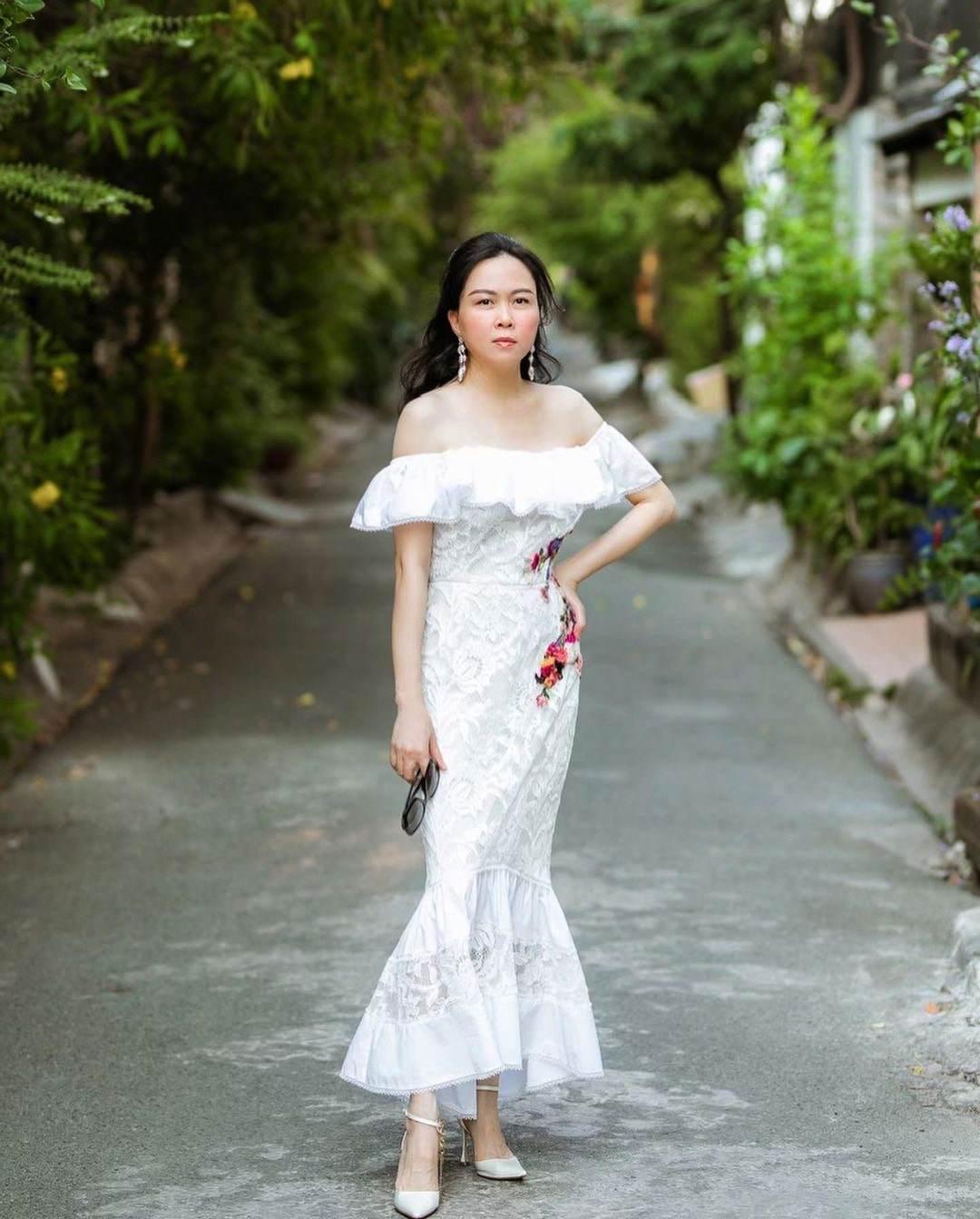 """Không còn """"có thù"""" với trang phục ren, Phượng Chanel giờ cân đẹp váy nửa kín nửa hở - 9"""