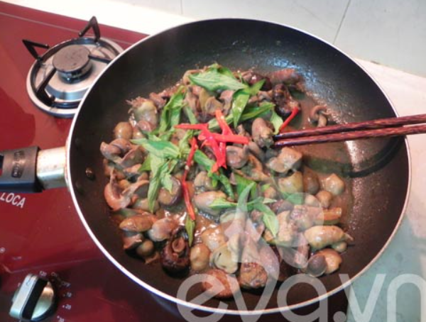 Gà xào nấm đơn giản dễ làm tại nhà ngon như ngoài hàng - 17
