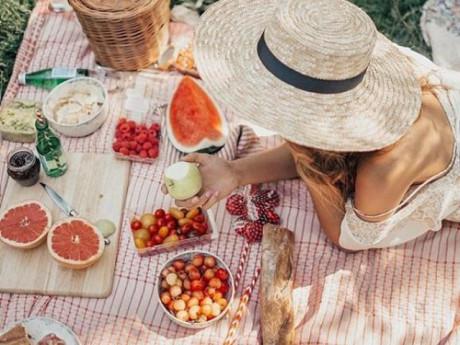 """Lên hình chuẩn travel blogger với loạt phụ kiện picnic vừa sang giá lại """"hạt dẻ"""""""
