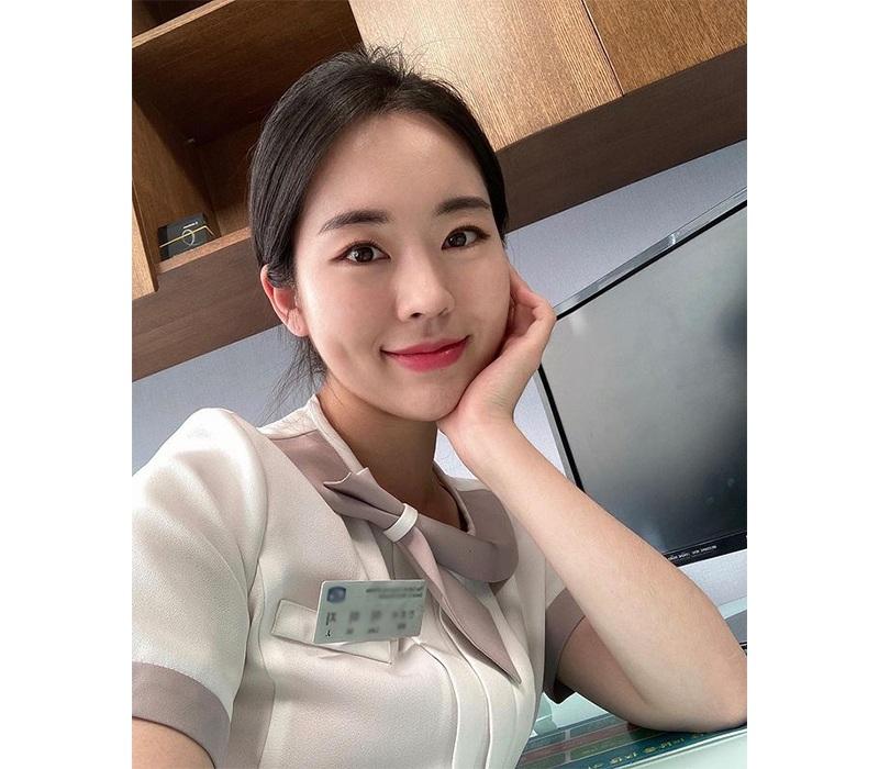 Tại Hàn Quốc, nữ y tá có tên Miji này đang nhận được không ít sự quan tâm của dân tình. Được biết, ngoài công việc là một y tá tại bệnh viện, Miji còn đá chéo sang làm Youtuber trong những lúc rảnh rỗi.