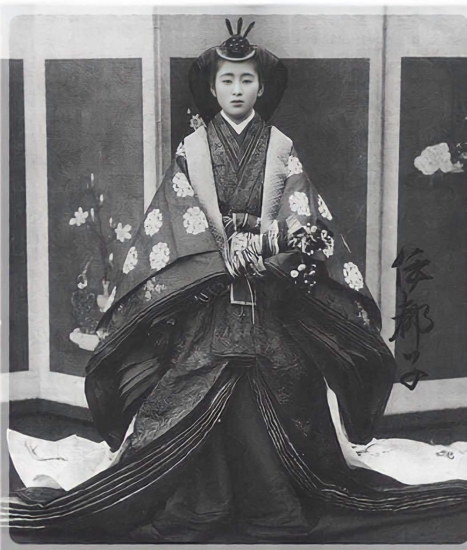Ngỡ ngàng dung nhan chim sa cá lặn của loạt phi tần và mỹ nhân Nhật Bản thế kỷ 19
