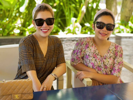 Mới học lớp 4, con gái MC VTV Diệp Chi cao to ngang ngửa mẹ, trông như 2 chị em
