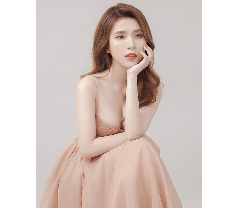Từng góp mặt trong nhiều bộ phim, nổi bật nhất là series Phim cấp 3, Khổng Minh Thanh đã trở thành nữ diễn viên, hot girl quá đỗi quen thuộc với khán giả trẻ Sài thành.