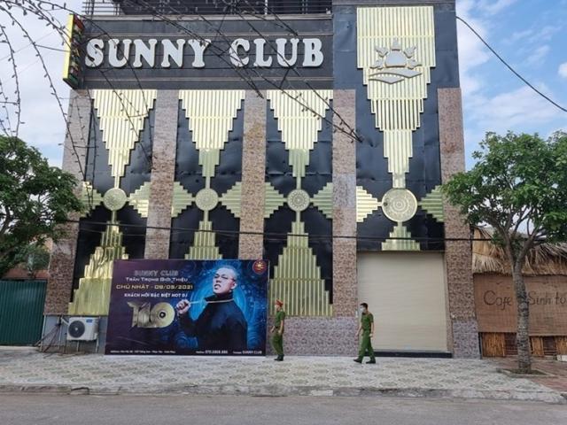 Tin mới về ổ dịch quán bar Sunny: Đình chỉ 2 cán bộ công an liên quan