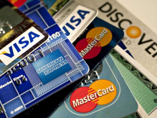 Thẻ Visa và MasterCard: Vì sao ngân hàng có nhiều ưu đãi khi mở những loại thẻ này?